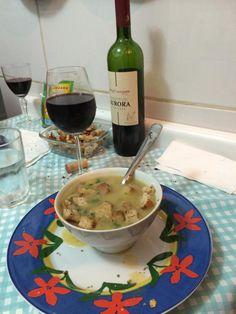 Aprenda a preparar a receita de Sopa creme de batata com alho poró