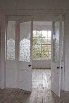 Binnenkant : Oud licht huis met mooie vloer en prachtige glasde...
