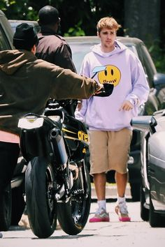 Justin Bieber spotted out in Los Angeles, California. credit to owner Justin Bieber Posters, Justin Bieber Pictures, I Love Justin Bieber, Justin Bieber Outfits, Justin Bieber Wallpaper, Justin Hailey, First Love, My Love, Big Daddy