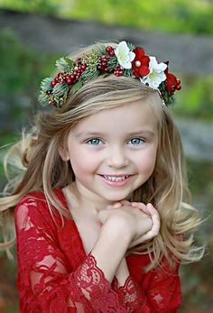 Include the whole party in a Christmas-themed wedding with a beautiful flower and foliage crown for the flower girls! It's an easy way to make sure every detail is elegant and cohesive! Winter Wonderland Wedding, Red Wedding, Wedding Crowns, Wedding Reception, Wedding Venues, Budget Wedding, Fall Wedding, Winter Wedding Hair, Winter Bride