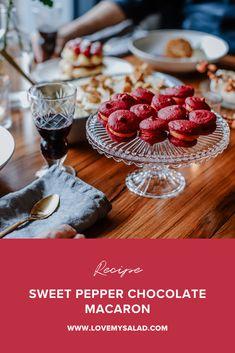 Sweet pepper chocolate macaron | Love my Salad Christmas Macaron Recipe, Best Macaron Recipe, Velvet Color, Red Velvet, Chocolate Filling, Christmas Chocolate, Stuffed Sweet Peppers, Food For A Crowd, Macaroons
