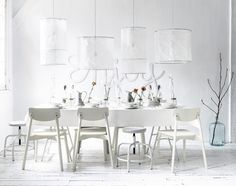 White dining room with a white table setting for a dinner party with flowers en wall typography and vtwonen tableware | Styling Kim Rossenberg | Photographer Sjoerd Eickmans | vtwonen may 2015 | #vtwonencollectie