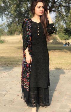 How to wear black blouse fashion 54 Super Ideas Stylish Dresses, Simple Dresses, Women's Fashion Dresses, Casual Dresses, Pakistani Dress Design, Pakistani Outfits, Indian Outfits, Black Pakistani Dress, Dress Indian Style