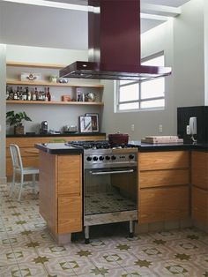 Ladrilho hidráulico desta cozinha é o centro das atenções - Casa