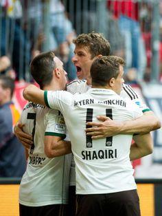 Die Bayern sind weiterhin die schärfsten Verfolger von Bundesliga-Spitzenreiter Borussia Dortmund. (Foto: Inga Kjer/dpa)