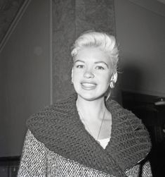 Jayne Mansfield, Golden Age Of Hollywood, Famous Faces, Actresses, American, Women, Rocks, Europe, Fashion