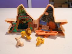 One of my favorite toys as a kid! hehe <3  Disney Lion King Polly Pocket Playset Complete Simba Nala Mufasa Figures