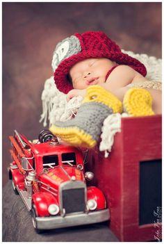 Será que esse recém-nascido vai mesmo virar bombeiro? #fofura