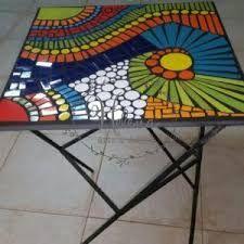 Resultado de imagen para venta de juego de mesa y sillas en hierro con venecitas para jardin Mosaic Garden, Mosaic Art, Diy And Crafts, Arts And Crafts, Mandala Rocks, Mosaic Projects, Square Tables, Beautiful Flowers, Stained Glass