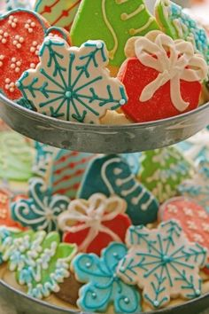 Holiday Sugar Cookies - cute ideas for decorating holiday cookies.