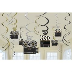 Dangle these from the ceiling for all to see at your epic Hollywood party with these fun foil swirl decorations. Easy to hang, re-use, and perfect for indoor and outdoor parties. Includes cutouts of cameras and clapper boards in gold, black, and silver. Hollywood Lights, Hollywood Theme, Kino Party, Outdoor Party Lighting, Outdoor Parties, Lighting Ideas, Cinema Party, Red Carpet Party, Movie Night Party