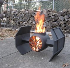 Fire Pit Design Idea For More Attractive – Best Outdoor Fire. The party doesn't have to end when the sun goes down. Discover fire pit ideas to make your outdoor space warm. Diy Fire Pit, Fire Pit Backyard, Fire Pits, Metal Fire Pit, Fire Pit Grill, Metal Projects, Welding Projects, Welding Ideas, Art Projects