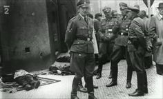 Karl Hermann Frank and other high-ranking Nazi officers examine the bodies of the Czech Ww2 Uniforms, Germany Ww2, Blue Building, Prague Castle, War Photography, Paratrooper, Historical Photos, Police
