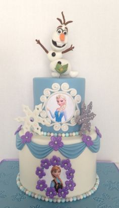 Frozen Cake w/ sculpted Olaf