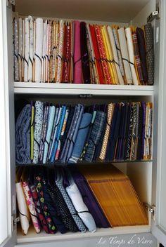 C'est bien beau d'avoir le meuble pour stocker ses tissus, encore faut-il savoir comment les ranger ! Avant, mes tissus étaient rangés en...