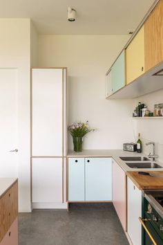 Les couleurs pastel investissent les meubles de cuisine