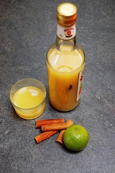 Punch fruité citron vert, vanille & cannelle | Torchons & Serviettes Sangria Cocktail, Cocktails, Milkshake, Hot Sauce Bottles, My Recipes, Candle Jars, Vodka, Brunch, Homemade