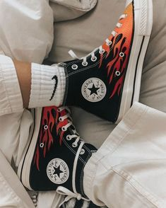 ✔ Shoes Sneakers Converse High Tops Source by shoes Mode Converse, Sneakers Mode, Outfits With Converse, Sneakers Fashion, High Top Sneakers, Converse Shoes High Top, Converse Shoes Outfit, Hightop Shoes, High Heels