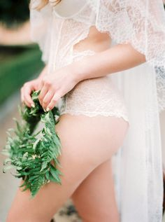 Dreamy Tuscan boudoir shoot: http://www.stylemepretty.com/little-black-book-blog/2015/09/14/elegant-tuscany-villa-wedding-boudoir-inspiration/ | Photography: http://www.thecablookfotolab.com/