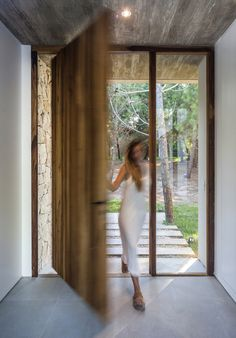 Image 17 of 24 from gallery of C House / Estudio PKa. Photograph by Alejandro Peral Modern Entrance Door, Entrance Design, Door Design, Home Room Design, House Design, House Extension Design, Suburban House, House Extensions, Facade House