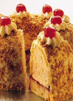 Frankfurter Kranz - Ein lockerer R�hrkuchen mit Buttercreme und Krokant zu festlichen Anl�ssen