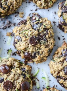 chewy oatmeal zucchini chocolate chip cookies - these make a fun and healthy after school snack and kids will love them! Healthy Treats, Healthy Desserts, Yummy Treats, Sweet Treats, Healthy Recipes, Healthy Chef, Vegan Treats, Vegetarian Recipes, Zucchini Chocolate Chip Cookies