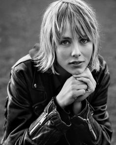 Everything you have ever wanted to know about model Edie Campbell - Kurzhaarfrisuren Edie Campbell, Bob Hairstyles For Fine Hair, Cute Hairstyles, Top Supermodels, Mullet Hairstyle, Braids With Weave, Grow Out, Hair Dos, Short Hair Styles