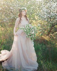 Cherry blossom fine art prewedding lovestory Глоток нежности Фото @besedinka_vi  Букет и веночек @bowpie  Платье Татьяна Шевченко-Юшкевич