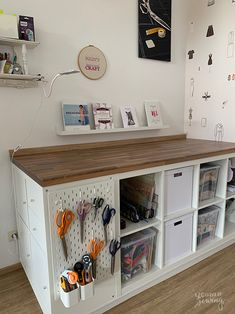 Sewing Room Design, Sewing Rooms, Sewing Room Organization, Craft Room Storage, Sewing Table, Easy Diy Crafts, Kids Crafts, Home And Deco, Space Crafts
