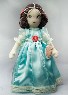Princess Gabrielle Handmade Collection Cloth Dolls by Manolitas ♡ Doll Face, Doll Patterns, Art Dolls, Doll Clothes, Fairy Tales, Textiles, Christmas Ornaments, Disney Princess, Trending Outfits