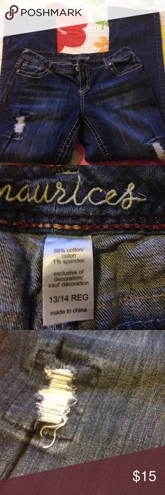 Maurice's jeans Maurice's jeans GUC! Has a bleach stain on leg! Has the destress look! Cute pair jeans! Thanks I'm a smoker Maurices Jeans Boot Cut