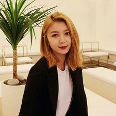DREAMCATCHER- Dami South Korean Girls, Korean Girl Groups, Take A Smile, Best Kpop, Girls World, Girl Bands, Pick One, Pop Group, My Girl
