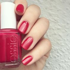 Plumberry my fall wedding nail color Bright Red Nails, Shiny Nails, Pastel Nails, Acrylic Nails, Essie Nail Colors, Pink Nail Polish, Essie Polish, Nail Polishes, Gel Manicure At Home