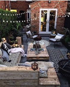 This is our idea of the perfect outdoor space! How cozy and cool does this look… This is our idea of the perfect outdoor space! 😍 How cozy and cool does this look? TAG a friend who will love this! Outdoor Rooms, Outdoor Living, Outdoor Decor, Outdoor Ideas, Backyard Patio Designs, Narrow Backyard Ideas, Cozy Backyard, Back Patio, Autumn Home