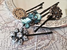 Diy Jewelry Anthropologie Bobby Pins Trendy Ideas - DIY and Crafts 2019 Stores Like Anthropologie, Decorative Hair Pins, Diy Hair Accessories, Diy Schmuck, Button Crafts, Hair Ornaments, Hair Jewelry, Diy Hairstyles, Craft Fairs