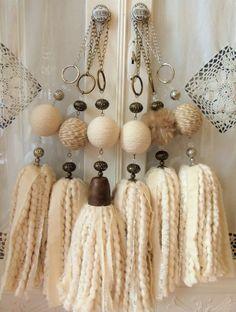 Jute Crafts, Diy Home Crafts, Fabric Crafts, Arts And Crafts, Fabric Art, Wood Bead Garland, Beaded Garland, Diy Wall Decor, Diy Bedroom Decor