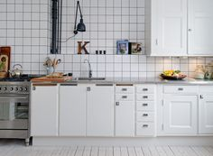 Tiled built-in shelf in the kitchen