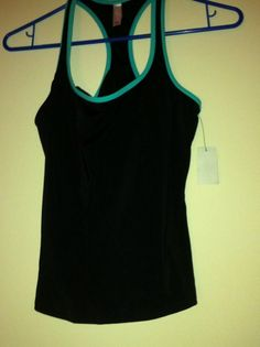 VOCTORIA SECRET Workout TOP Built In BRA $10.99
