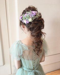 王道アップスタイルのふわふわポニーテルのブライダルヘアまとめ | marry[マリー] Evening Hairstyles, Wedding Hairstyles, Wedding In The Woods, Marriage, Flower Girl Dresses, Hair Beauty, Wedding Dresses, Hair Styles, Instagram