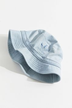 Fashion of Hats! Look Com Bucket Hat, Outfits With Hats, Cute Outfits, Bar Outfits, Vegas Outfits, Bone Da Adidas, Adidas Bucket Hat, Zx Adidas, Adidas Hat