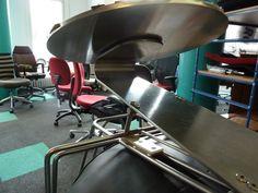 Eine Reparatur der besonderen Art. Was ist das- eine fliegende Drehstuhluntertasse? #derdrehstuhl  www.derdrehstuhl.de