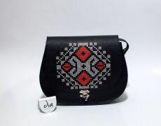Tolba din piele naturala cusuta manual pe capac cu motiv traditional romanesc Leather Bags Handmade, Coin Purse, Embroidery, Wallet, Purses, Beautiful, Ideas, Needlework, Pocket Wallet