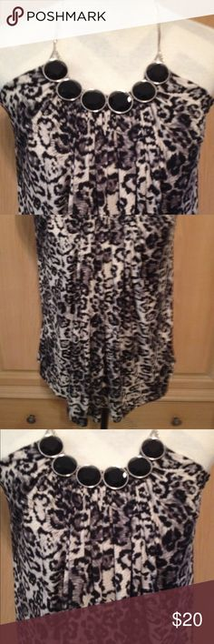 tube top with chain strap black and white great condition enhanced neckline Tops Crop Tops