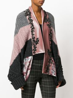 Sometimes only a cardigan will do. Shop designer knitwear for women at Farfetch and find Thom Browne, Prada and Burberry. 1950s Fashion, Asian Fashion, High Fashion, Fashion Colours, Fashion Details, Coats 2018, Knit Fashion, Womens Fashion, Kimono Coat