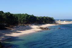 Area de Secada, Illa de Arousa Pontevedra. no hay nada comparable a recorrerla en bicicleta, a cruzar el puente con la cabeza llena de historias de contrabando y pirateo, a comer en su puerto rodeado de barcos de pesca y definitivamente no hay nada como ver el atardecer en el Faro de Punta Cabalo.