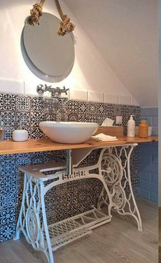 Vintage small bathroom idea with old singer sewing machine as sink wash basin - LHFURNITURE. Old Sewing Machine Table, Sewing Machine Tables, Small Bathroom, Interior, Old Sewing Machines, Home Decor, Bathroom Decor, Trendy Bathroom, Furniture