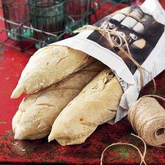 Ett recept på baguetter som kräver minimal arbetsinsats. Jäsningen tar dock sin lilla tid. Men så värt det för dessa goda bröd! Baguette, Scones, Brunch, Minimal, Bread, Desserts, Food, Frases, Tarte Tatin