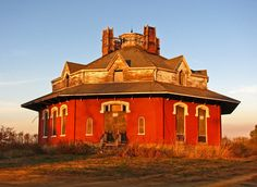 I've always wanted to live in an octagon house but from whatever read/seen they're usually not in the best of care or haven't been inhabited. There's one locally around me used a place of business. Planning to visit it. Originally I was planning to put this in local finds but I've decided to discontinue that group. I'm having trouble finding images of places that aren't my own of places around me. So I'll post places I've seen or been there.