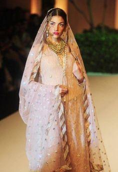India Bridal Fashion Week 2013: Meera Muzaffar Ali pink lehnga
