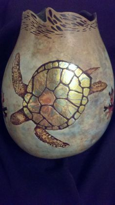 Turtle carving on gourd Decorative Gourds, Hand Painted Gourds, Rock Kunst, Gourds Birdhouse, Turtle Love, Creation Deco, Gourd Art, Ceramic Pottery, Ceramic Birds